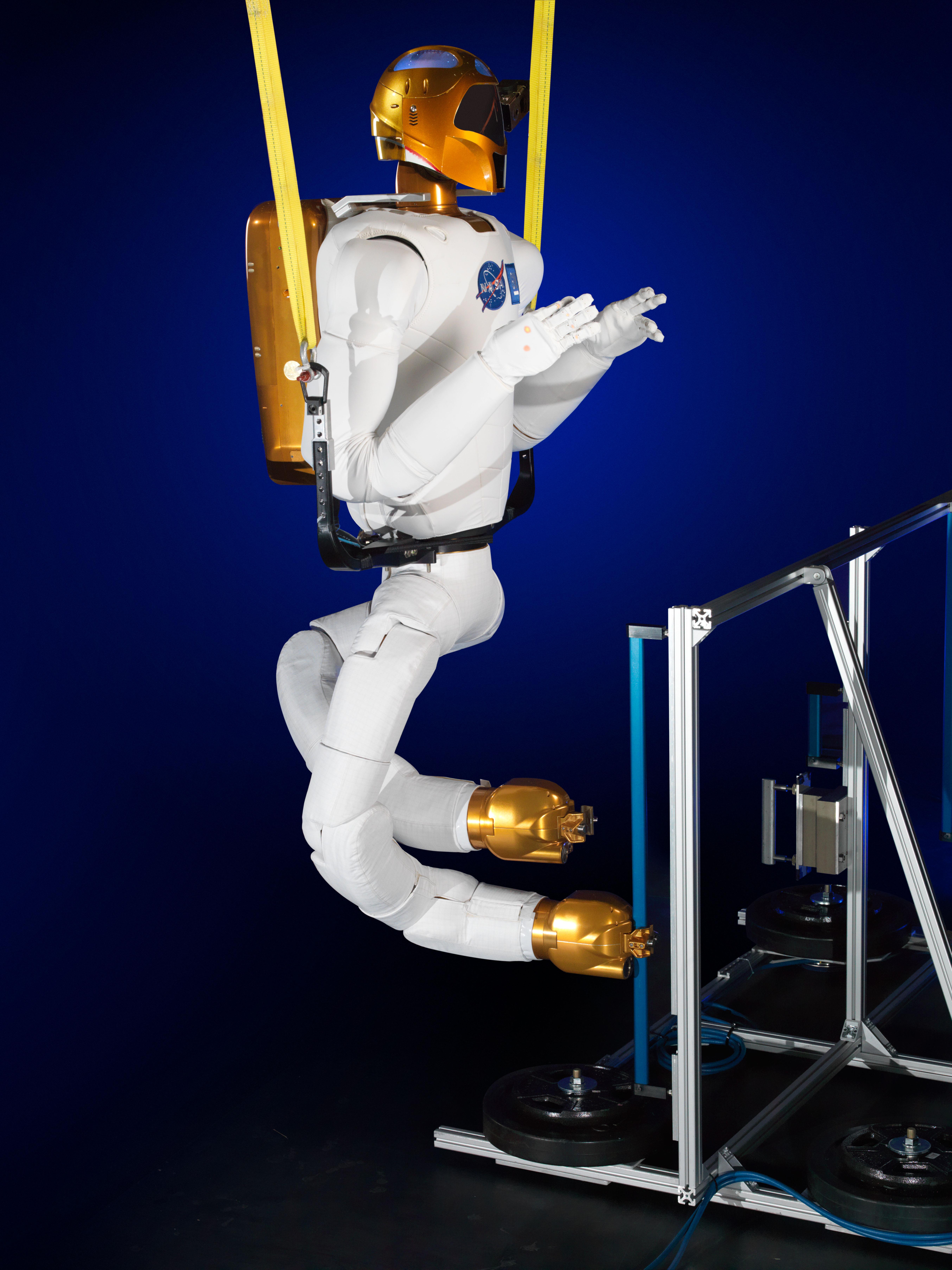 Robonaut 2 Gains Climbing Legs