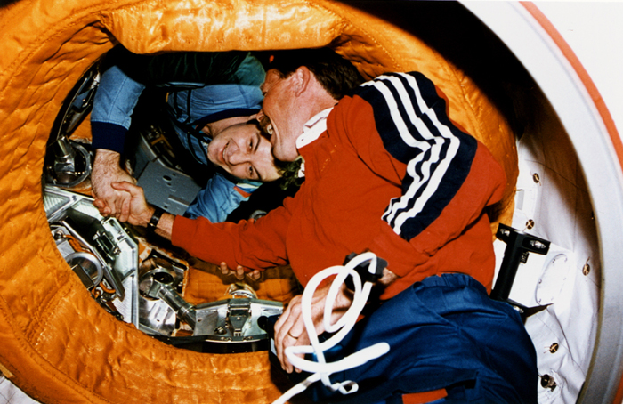 Space History Photo: Astronaut Gibson Shakes Hands with Cosmonaut Dezhurov