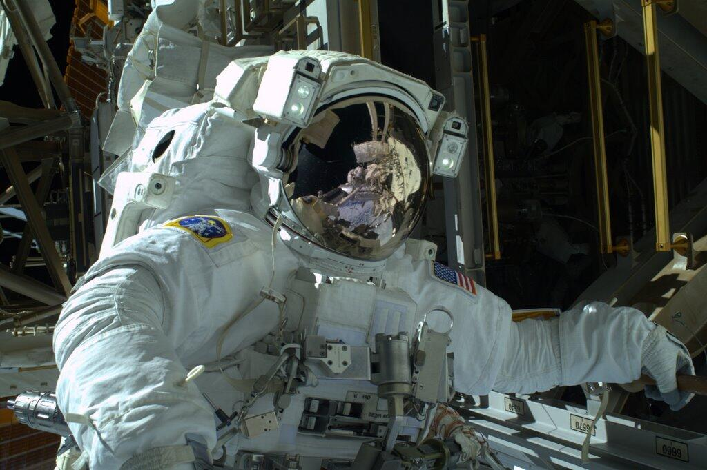 Astronaut Mike Hopkins on 1st Spacewalk