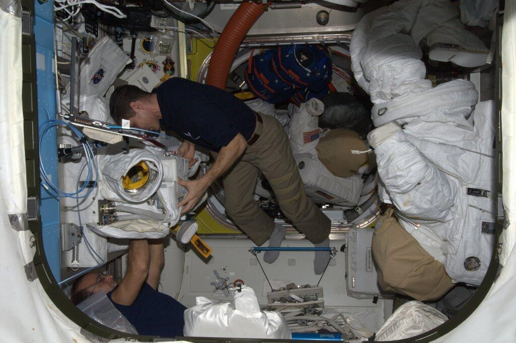 Mike Hopkins Builds Spacesuit