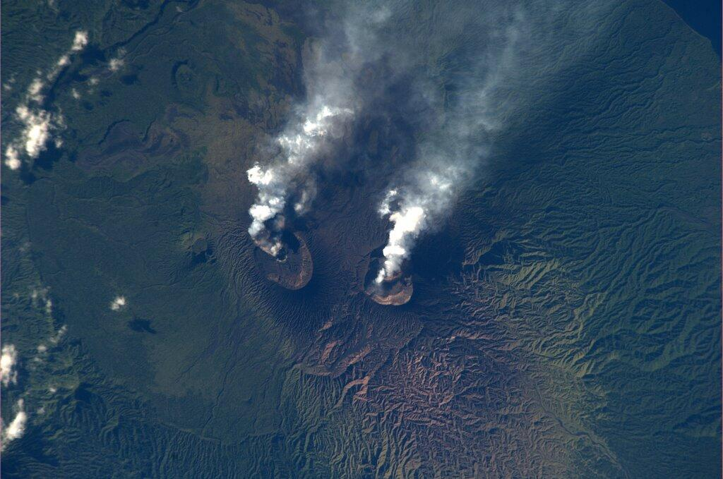 Mike Hopkins Tweets Spectacular Photo of Active Volcanoes