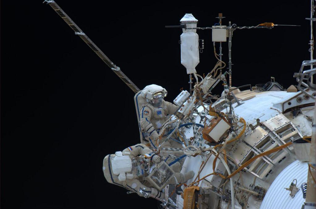 Russian Cosmonauts Take Spacewalk: Dec. 27, 2013