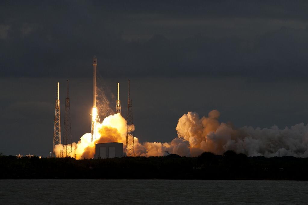SpaceX Kicks Off 2014 With Launch of Telecom Satellite