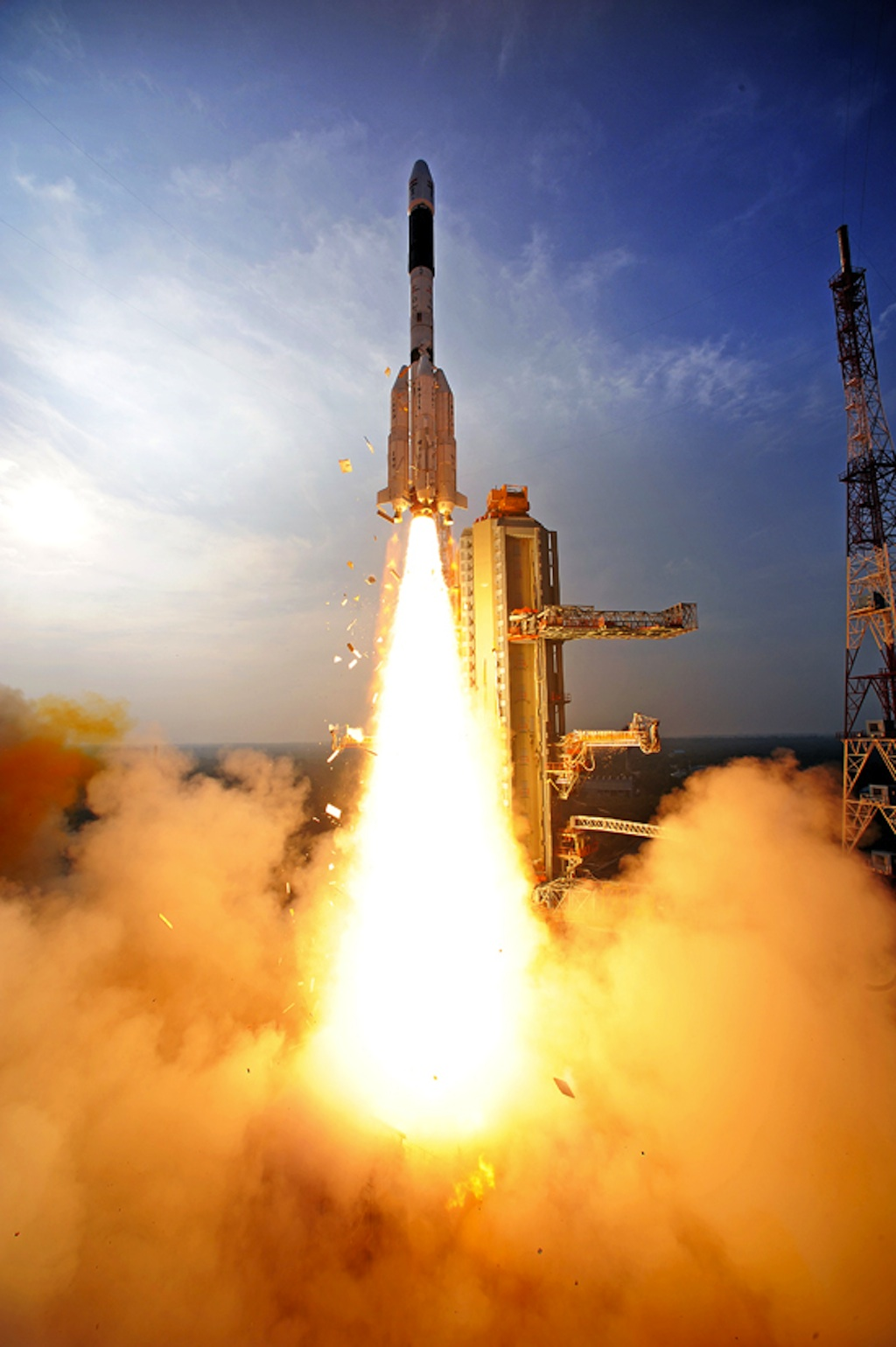 Launch Photos: India's Big Rocket Lifts Off with GSAT-14 Satellite