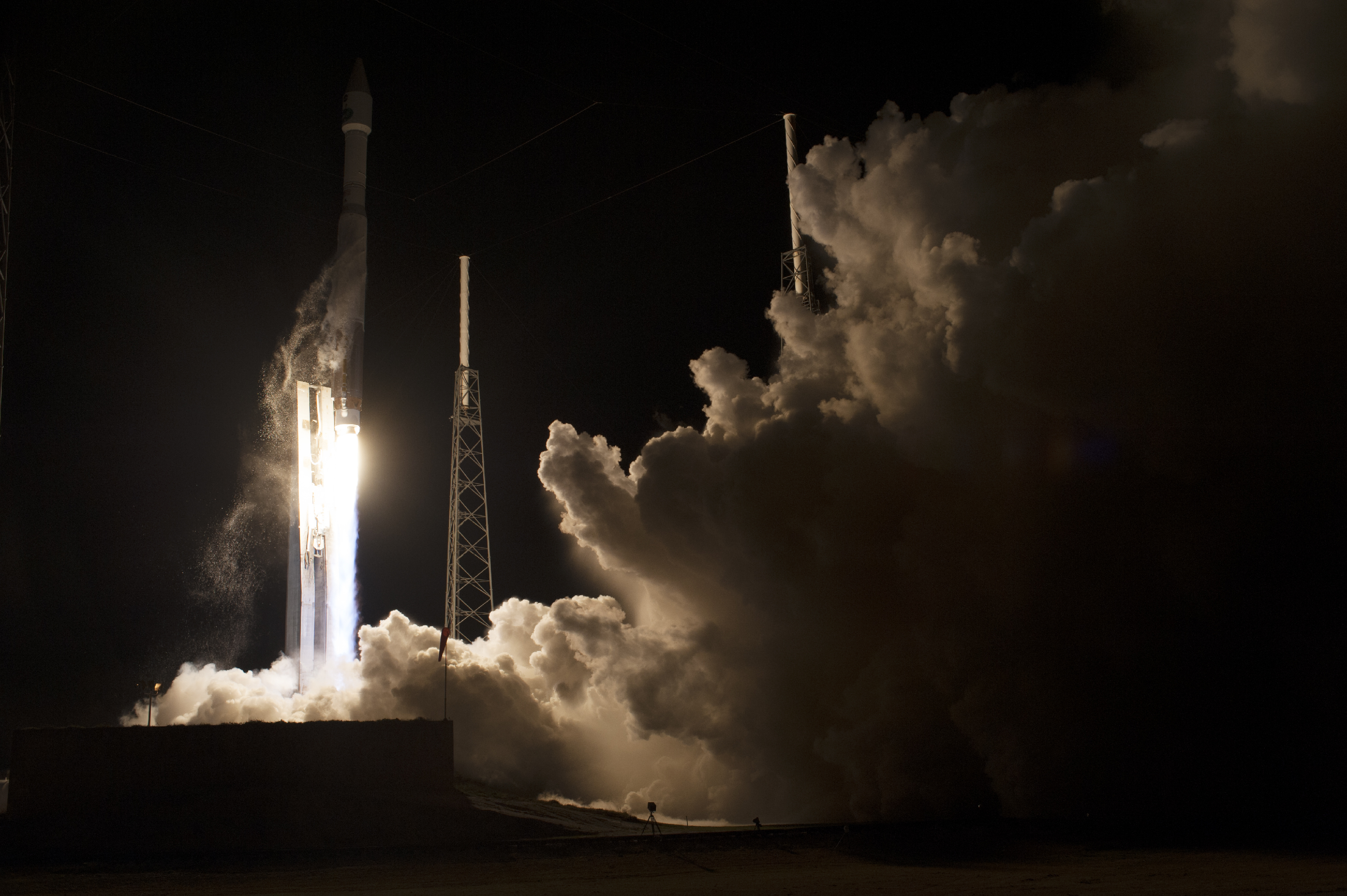 Atlas V Rocket Blasts Off with TDRS-L Spacecraft