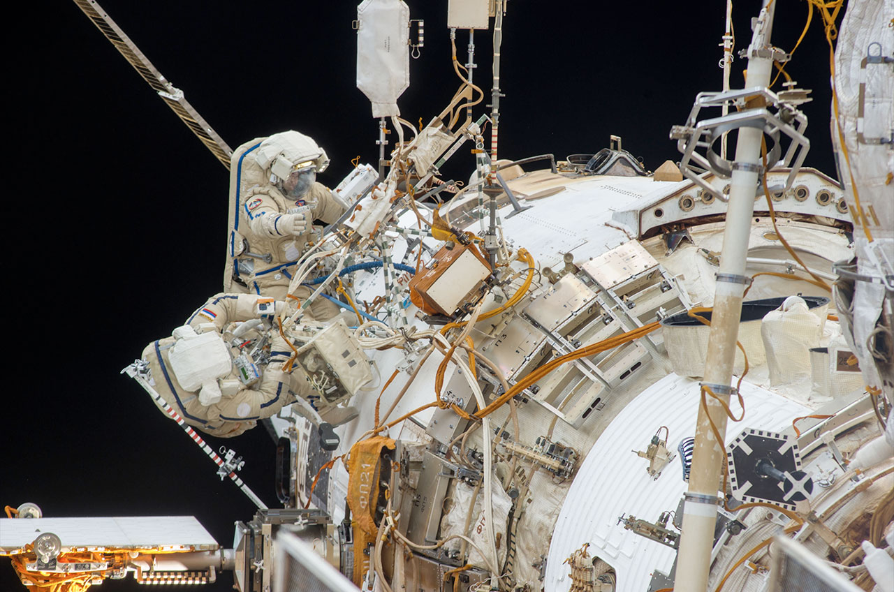 Spacewalk Photos: Russian Cosmonauts Install HD Cameras on Space Station