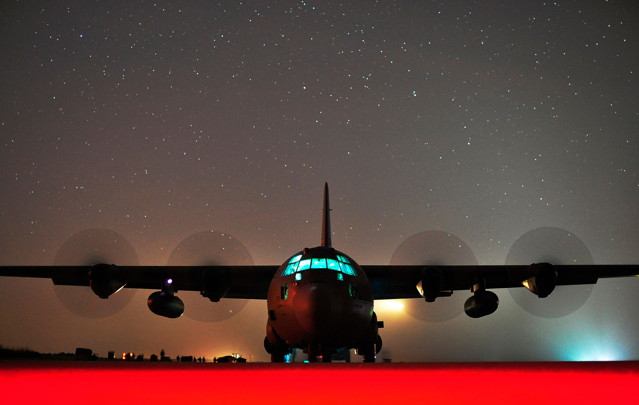 Red Carpet: Hercules Performs Engine-Running Offload
