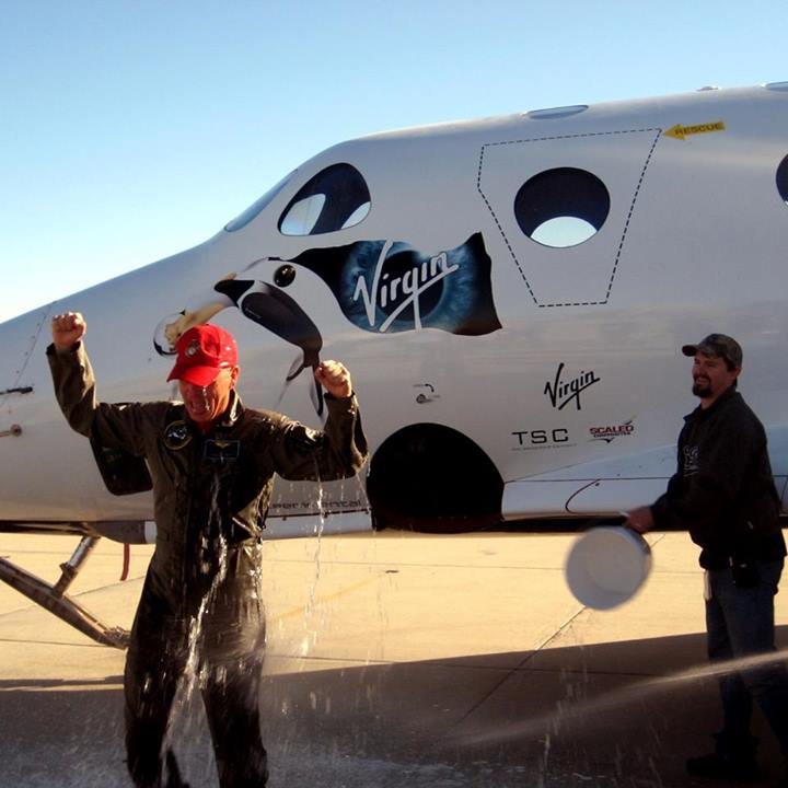 Former Space Shuttle Commander Flies Virgin Galactic's Private Spaceship for 1st Time