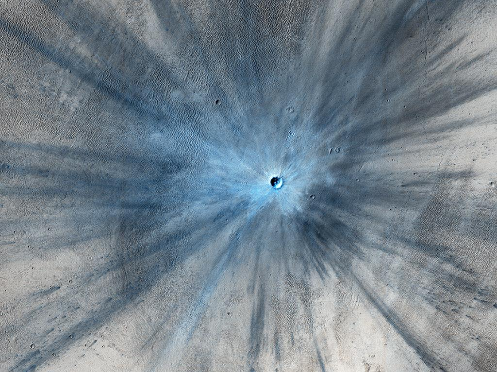 Pow! Fresh Crater on Mars Spotted by NASA Spacecraft (Photo)