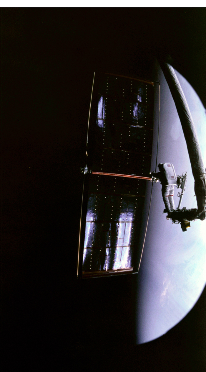 Space History Photo: Astronaut Kathy Thornton Prepares to Release Hubble Telescope's Solar Wing