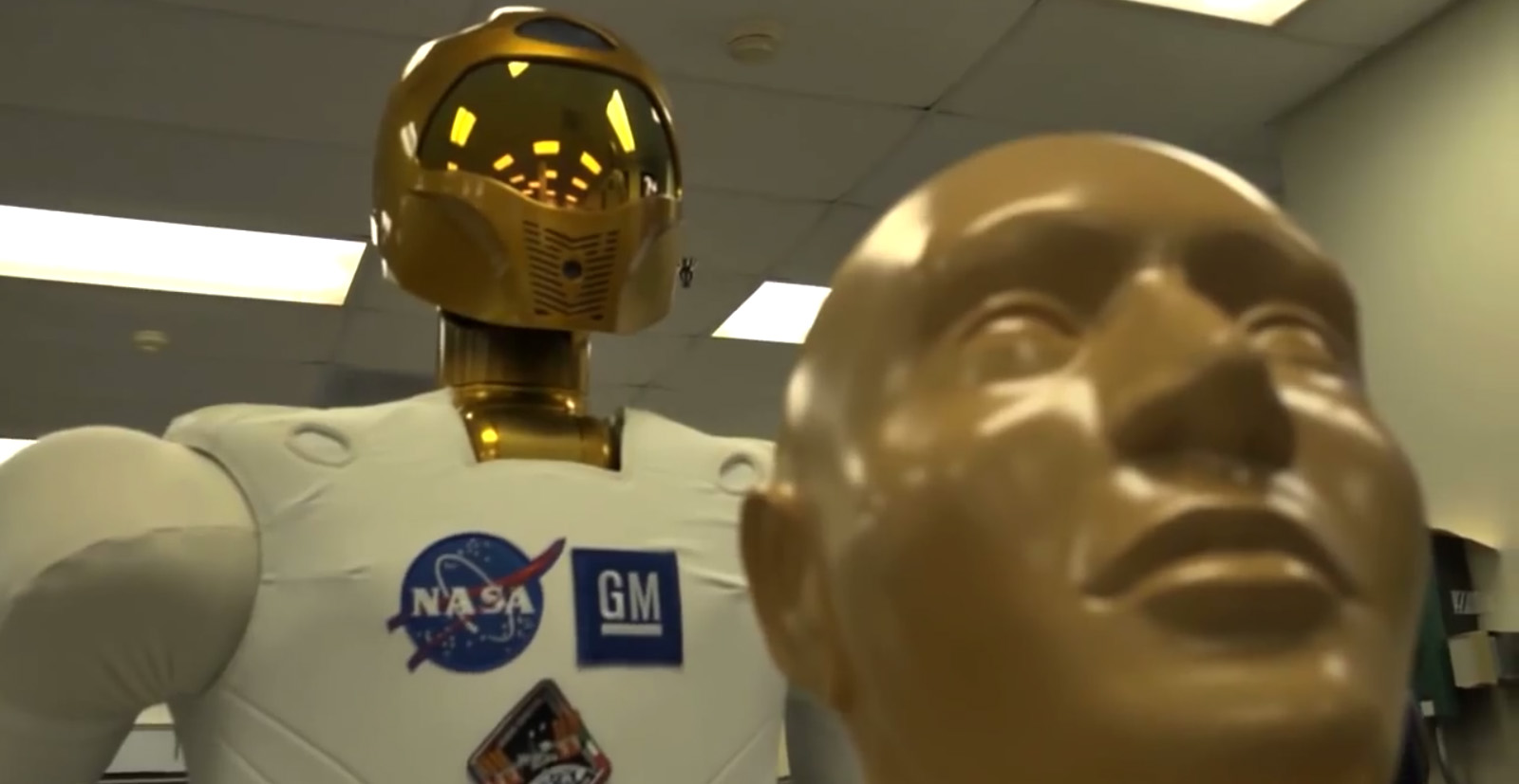 NASA Teaches Humanoid Robonaut 2 Medical Skills for Space Emergencies (Video)