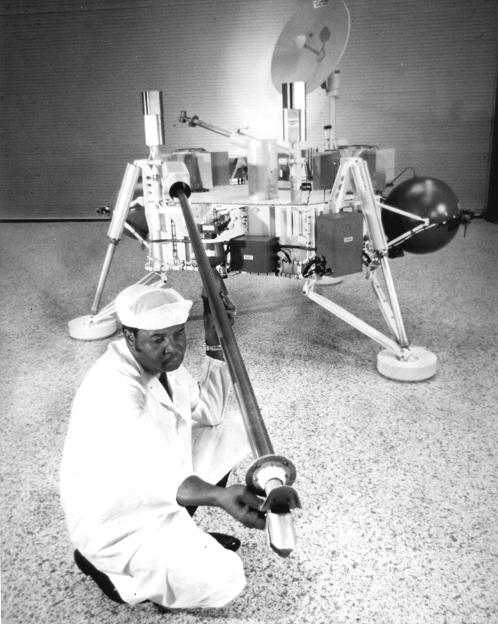 Space History Photo: Technician Checks Soil Sampler on Viking Lander