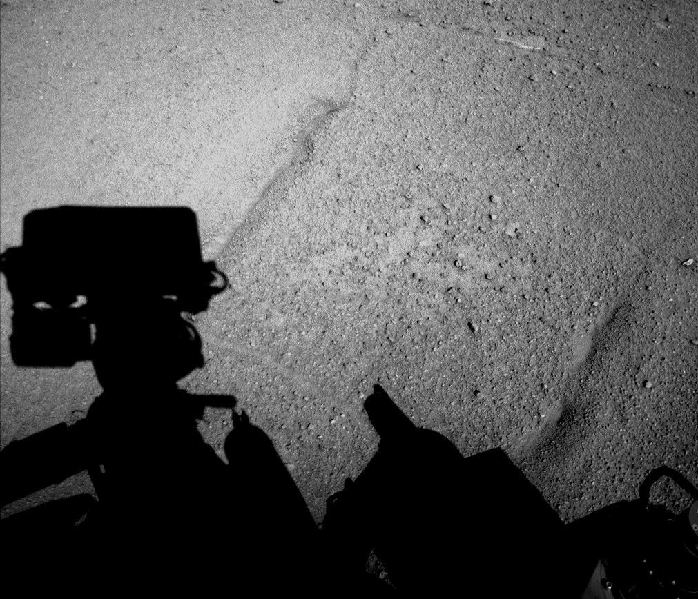 Curiosity Rover Drives Backward on Mars to Reduce Wheel Wear and Tear
