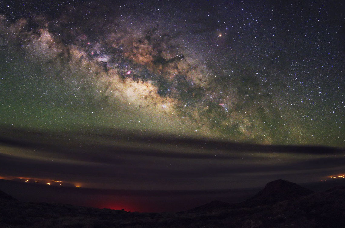 Majestic Milky Way Galaxy Rises Over Remote Island (Photo)