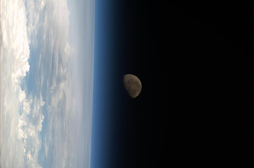 Astronaut Watches Stunning Moonset from Orbit