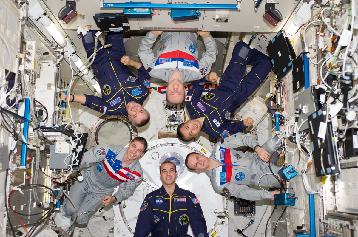 Expedition 38 Takes an In-Flight Crew Portrait