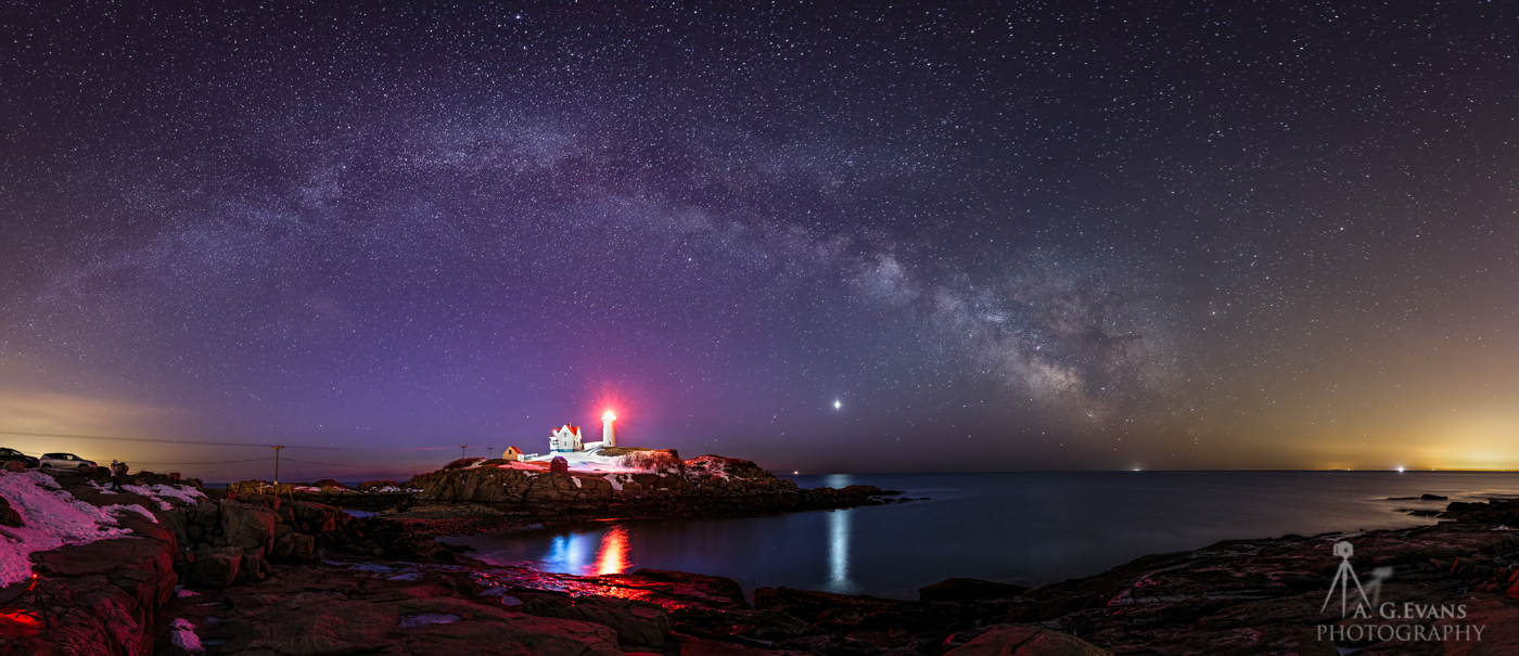 Dazzling Milky Way Rises Over Maine Lighthouse in Stunning Panorama (Photo)