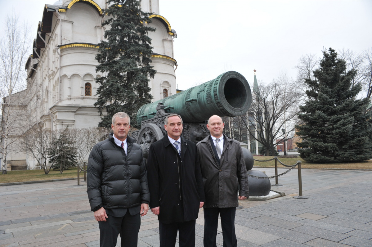 Expedition 39/40 Crew With Tsar Cannon