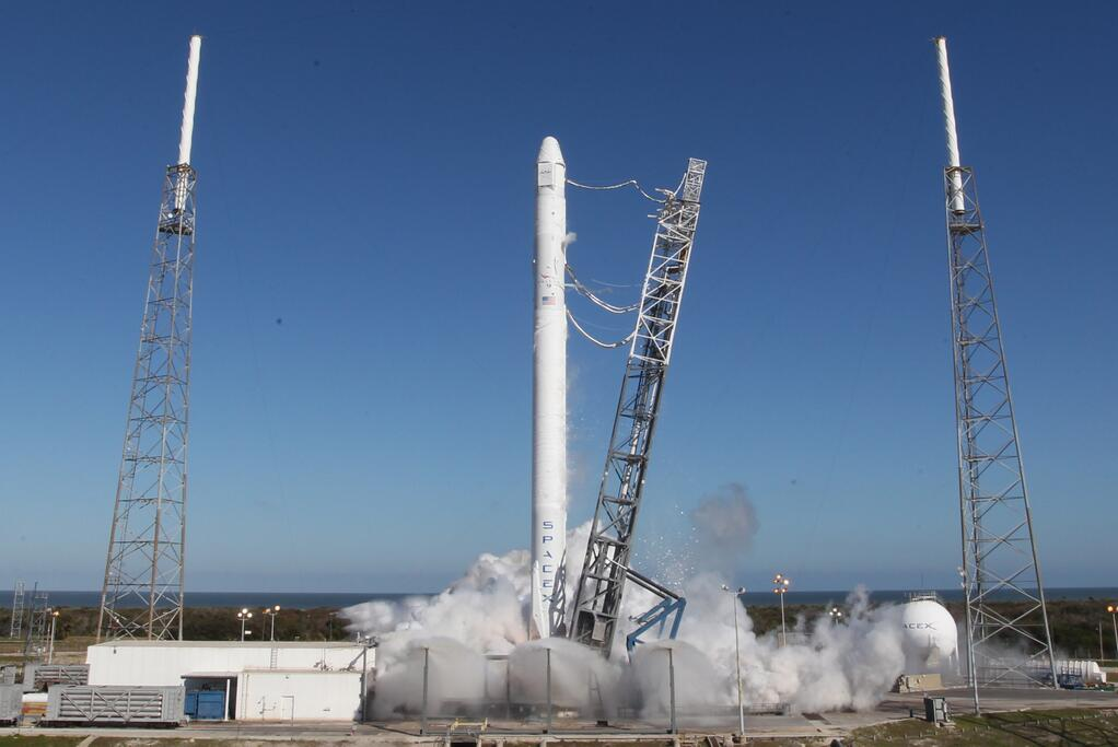 SpaceX Test-Fires Falcon 9 Rocket Engines Ahead of Sunday Launch