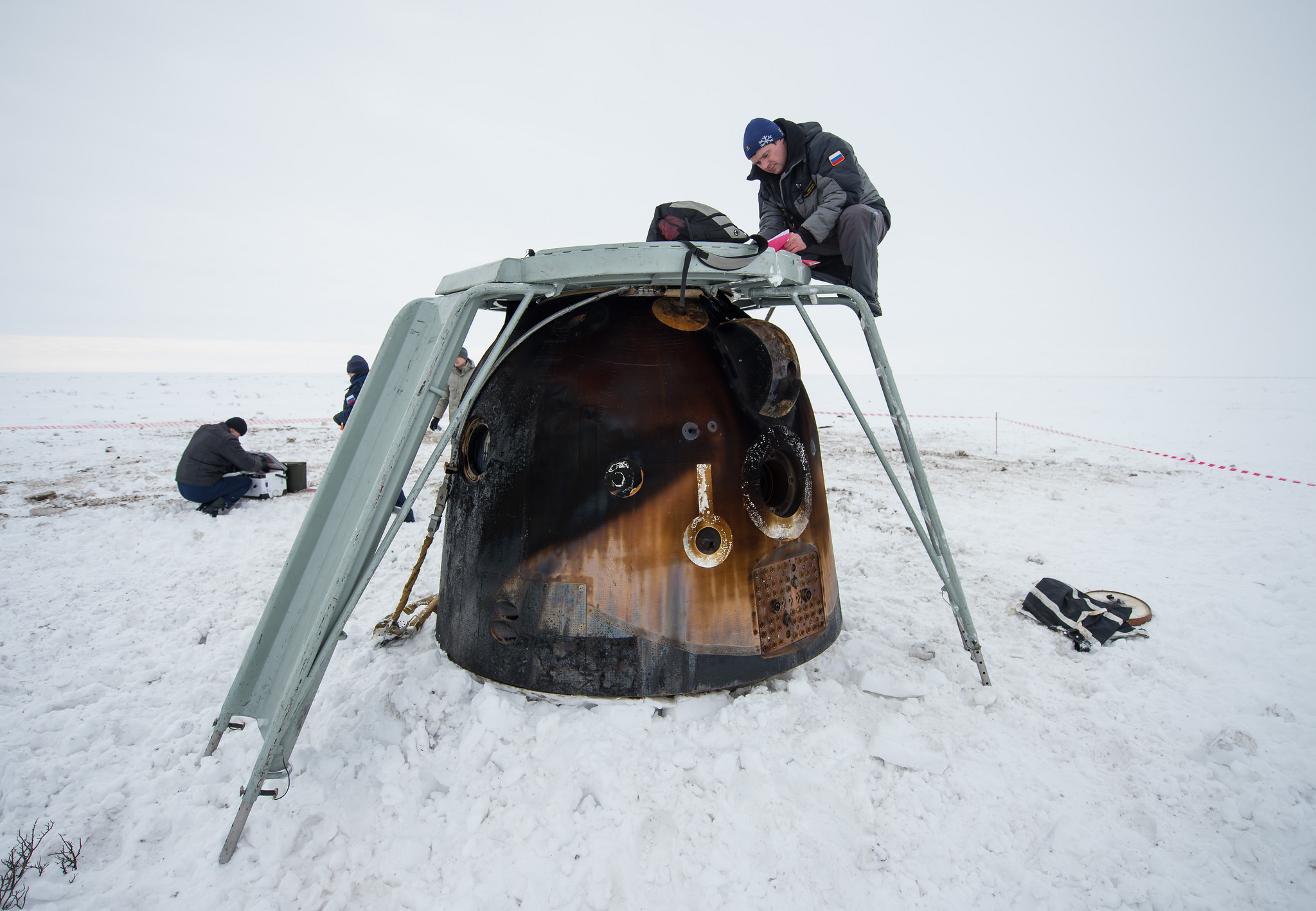 Engineers Document Soyuz Cargo