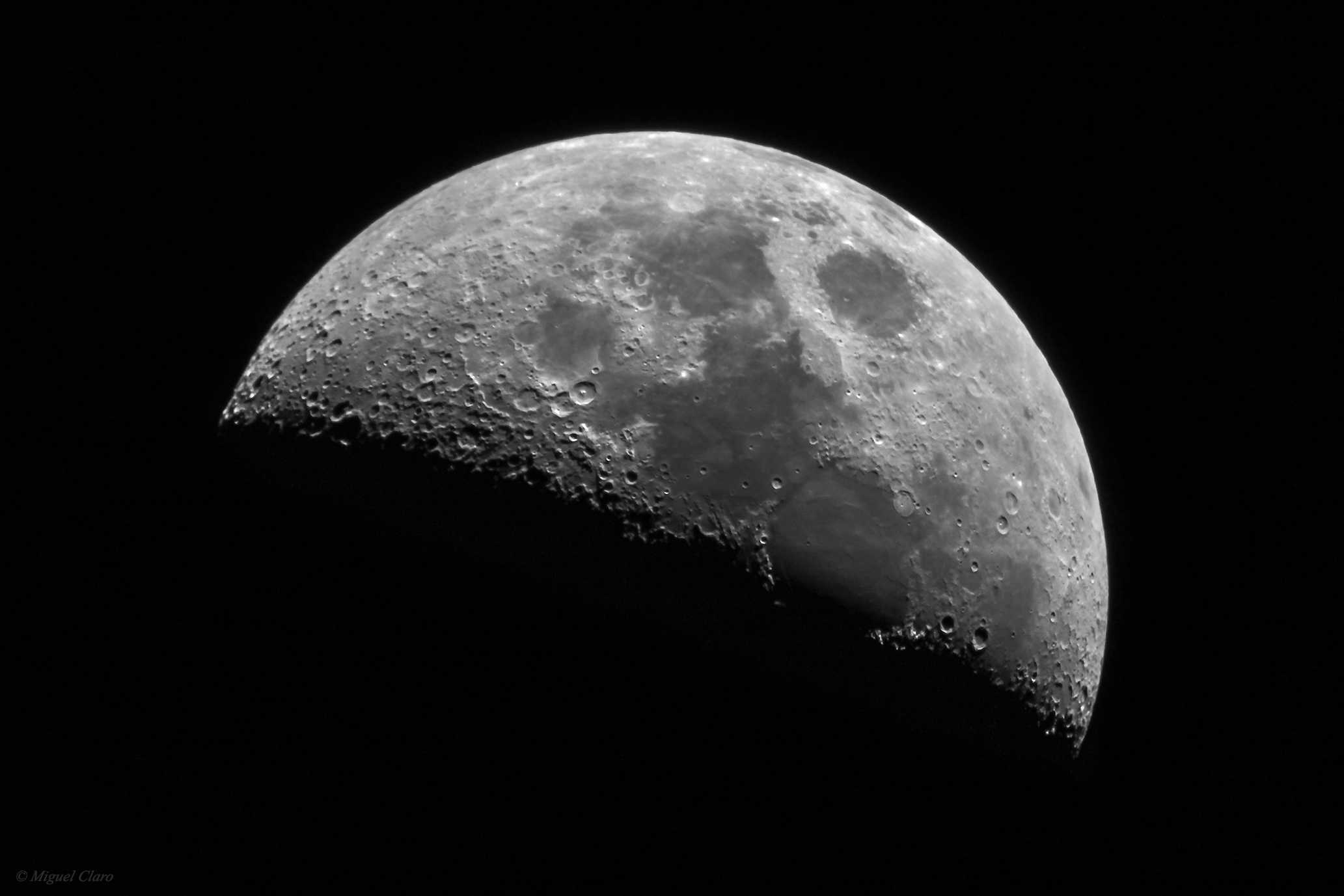 The Magnificent Moon: Amateur Astronomer Captures Stunning Photo of Lunar Surface