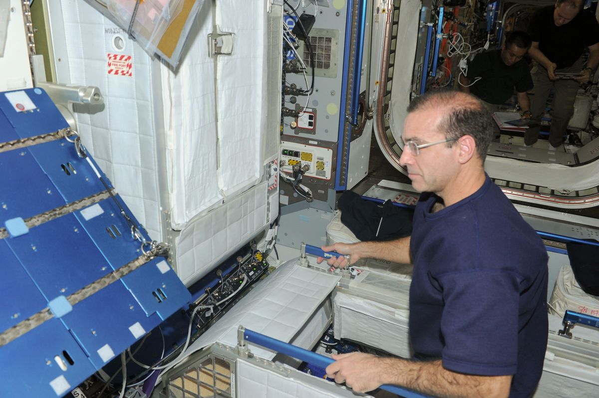 Mastracchio Participates in Emergency Drill on ISS