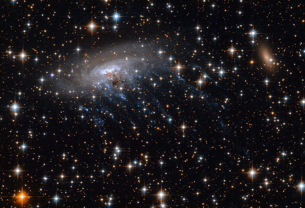 Hubble Telescope Sees Galaxy Spill Its 'Guts' in Space (Video, Images)