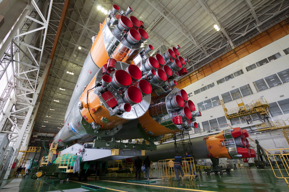Expedition 39 Soyuz Assembly