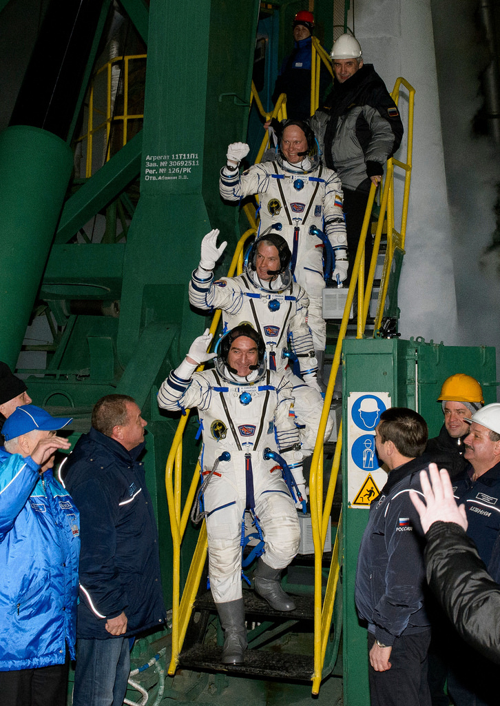 Expedition 39 Crew Waving Farewell
