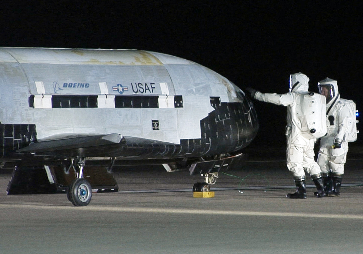 US Air Force's Mysterious X-37B Space Plane Passes 500 Days in Orbit