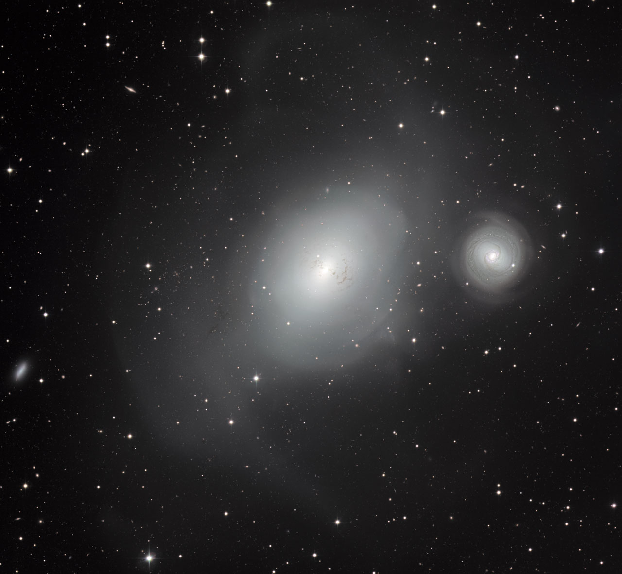 Galaxy 'Serial Killer' Caught in the Act of a Galactic Gobble (Video, Photos)
