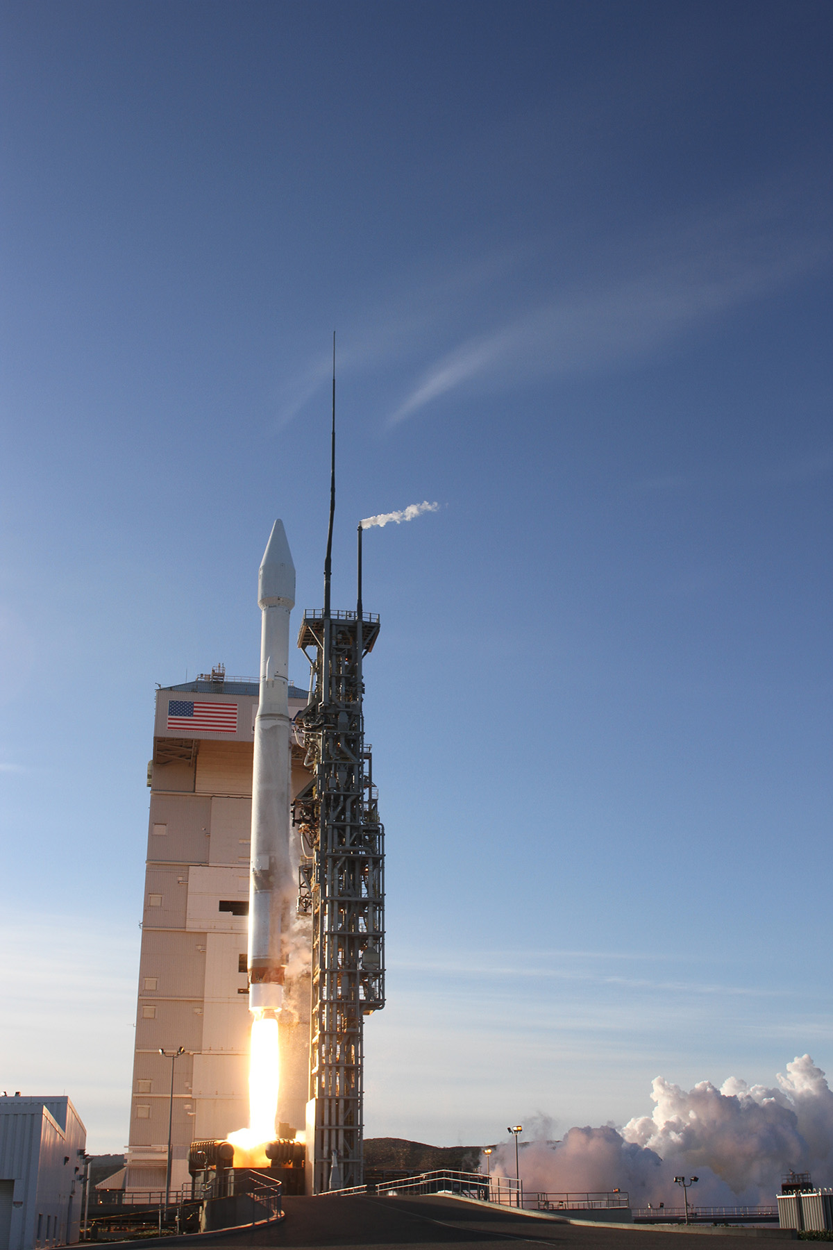 Atlas 5 Rocket Launches DMSP-19 Weather Satellite