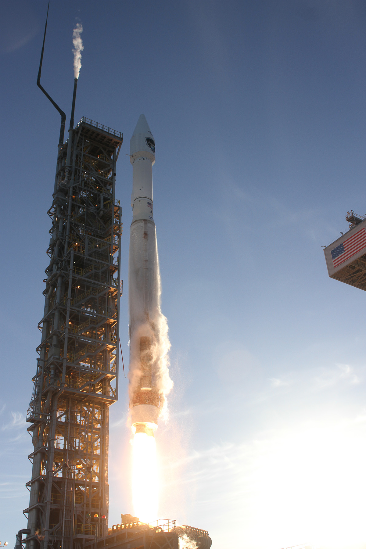 Atlas 5 Rocket Launches DMSP-19 Military Satellite