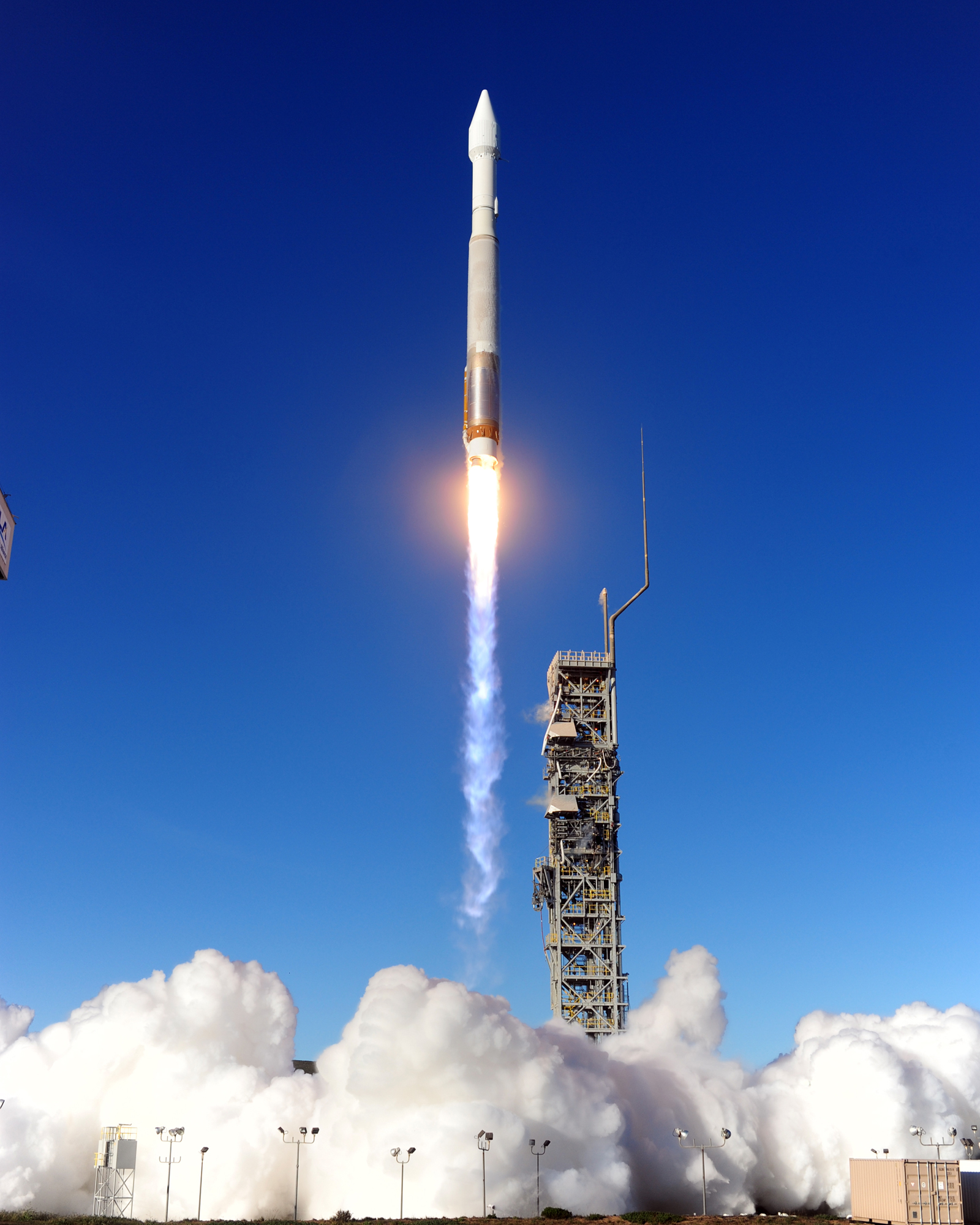 US Air Force DMSP-19 Weather Satellite Lifts Off
