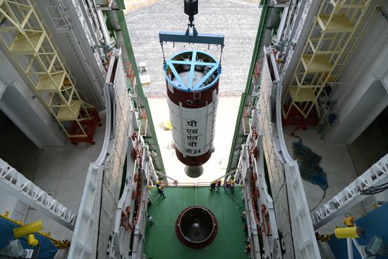 Hoisting of PSLV-C24