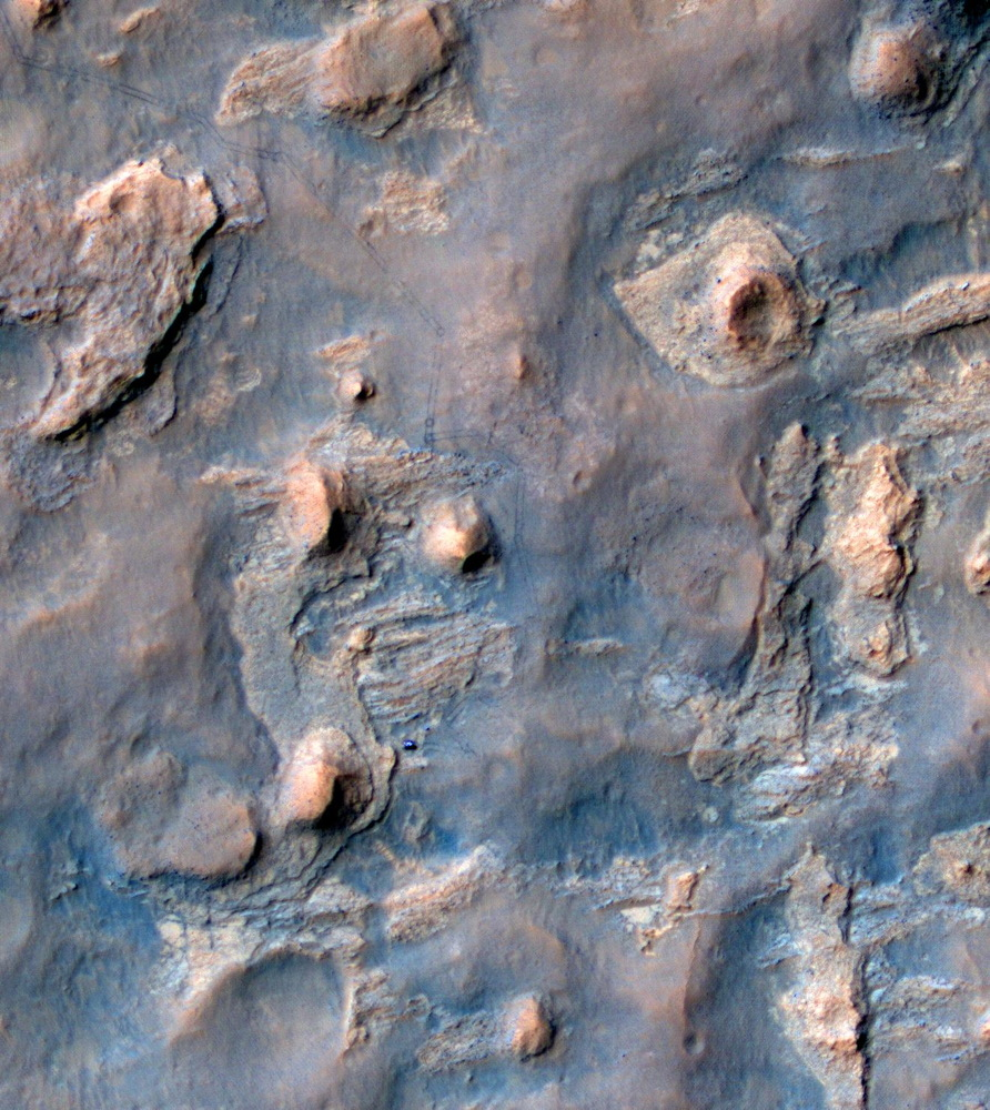 NASA Spacecraft Spies Mars Rover Curiosity at 'Mount Remarkable' from Space (Photos)