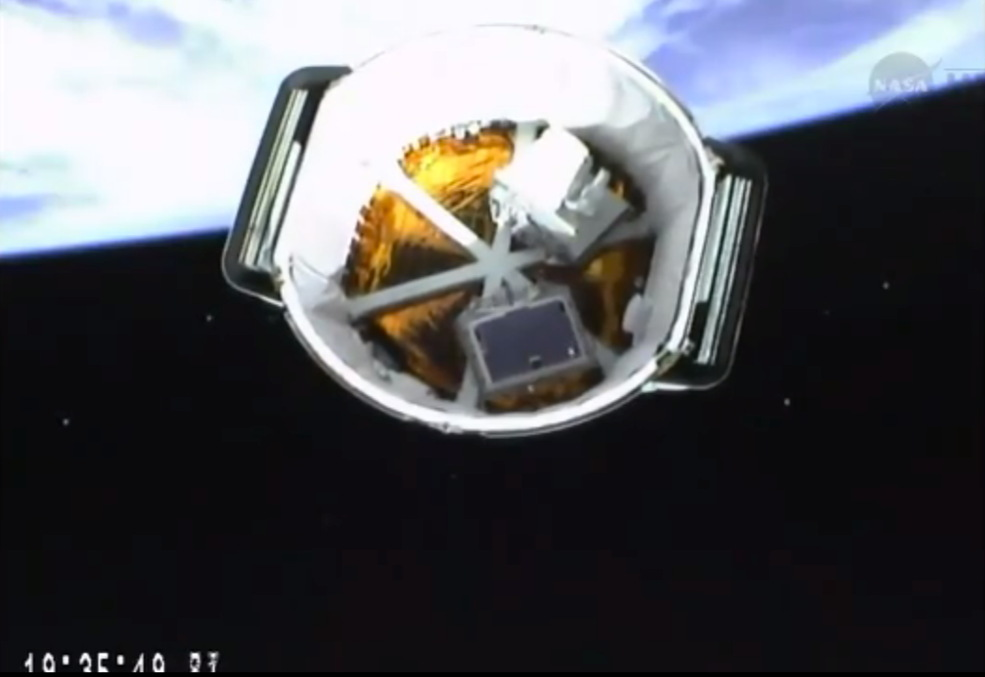 SpaceX Dragon Spacecraft Chasing Space Station for Easter Morning Rendezvous
