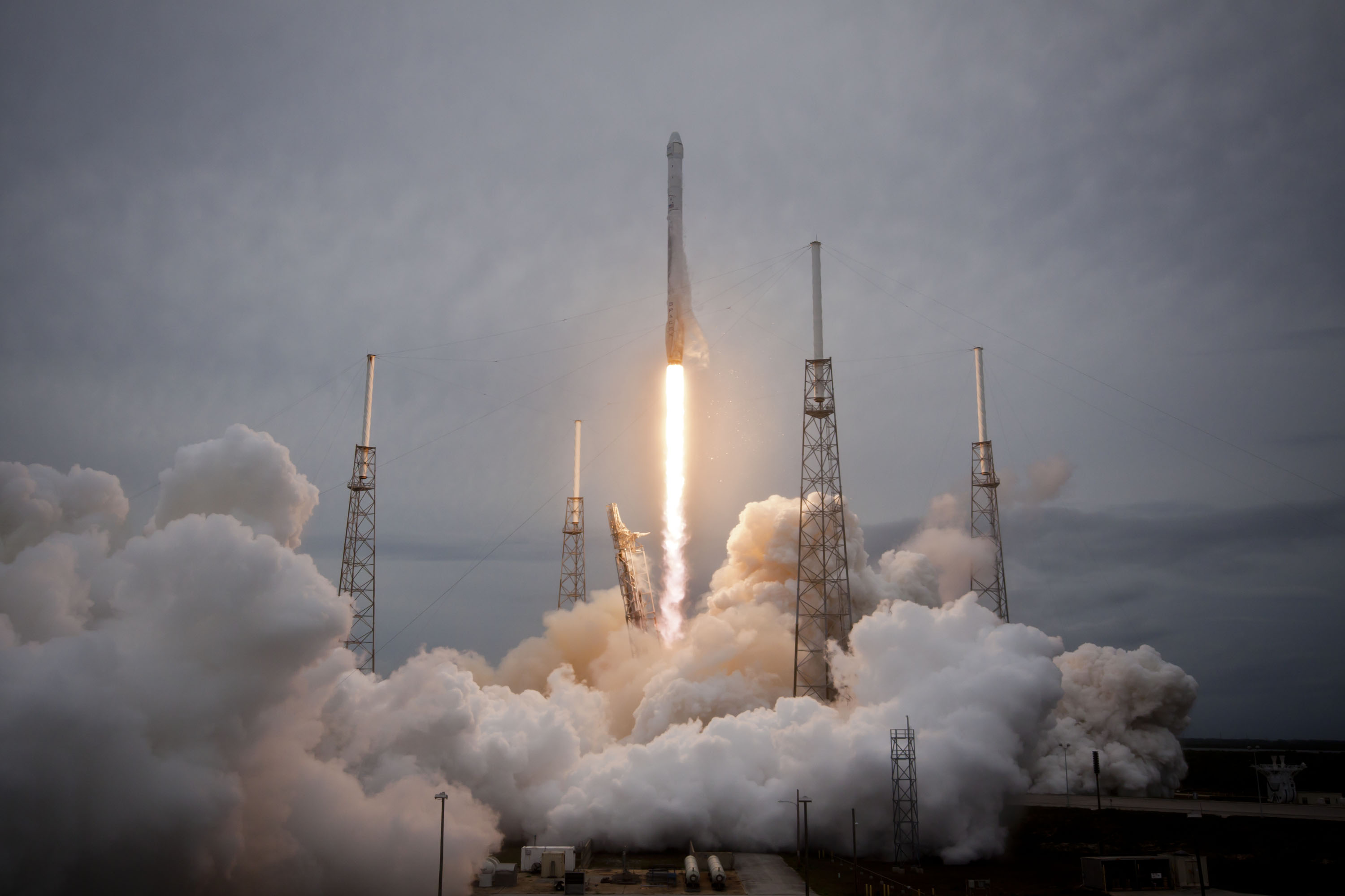 Liftoff! SpaceX Launches Dragon's 3rd Cargo Flight