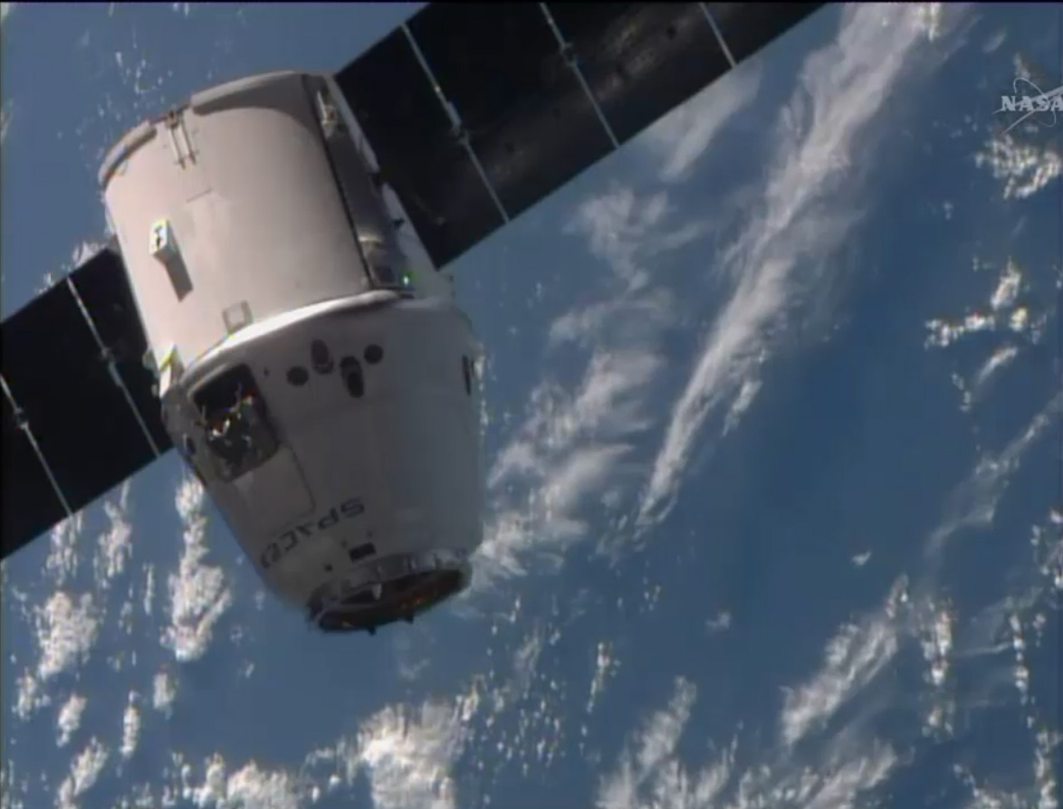 SpaceX Dragon Nears Space Station: April 20, 2014