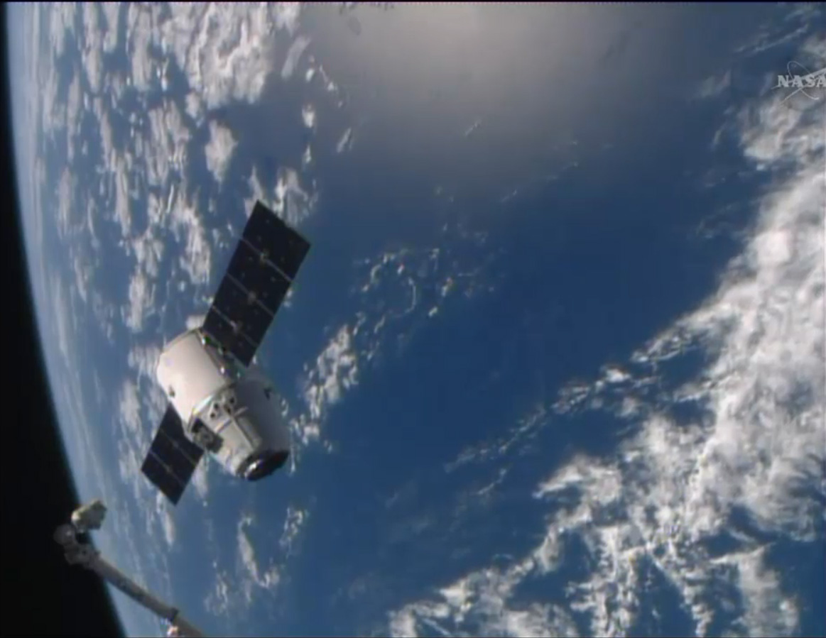 SpaceX Dragon and the Earth: Easter Rendezvous