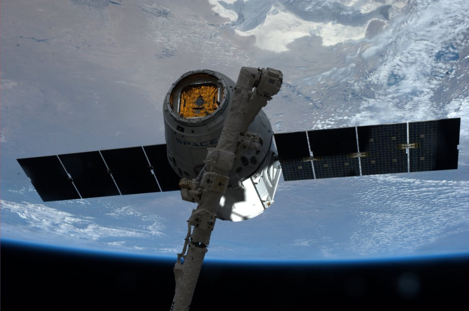 SpaceX Dragon Grappled to Canadarm2