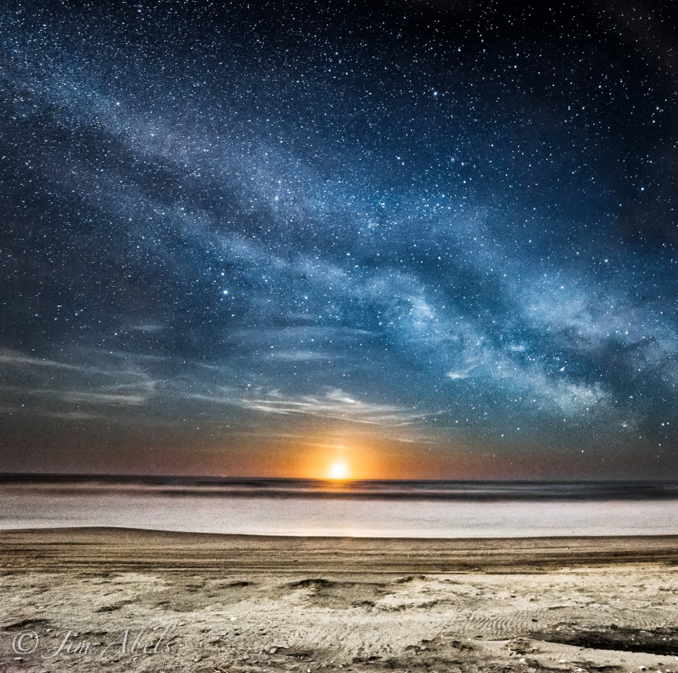 Spectacular Moonrise Surprises Veteran Night Sky Photographer (Image)