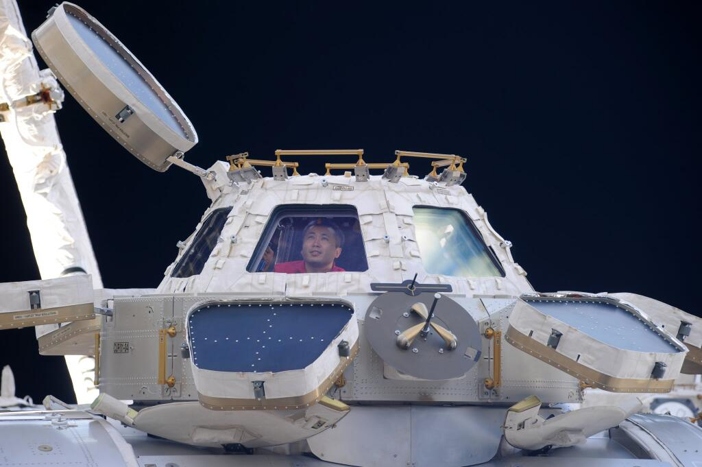 Wakata Enjoys 'Magnificent View' of Earth from ISS Cupola