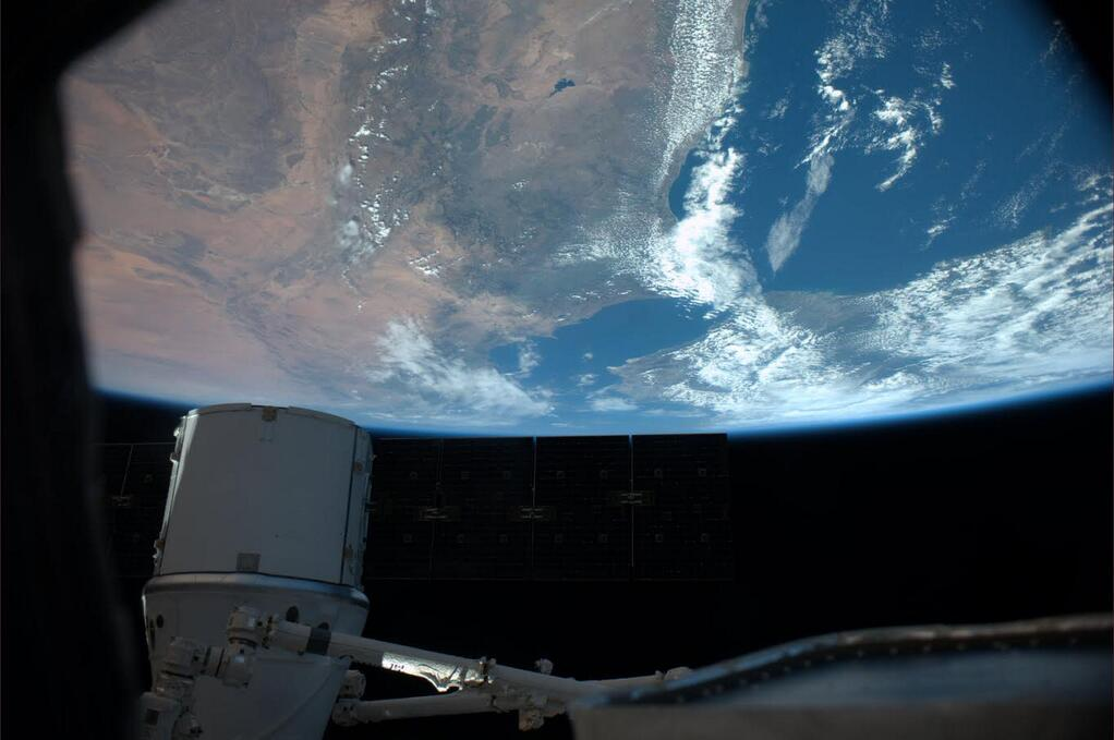 Rick Mastracchio Captures Stunning View from ISS