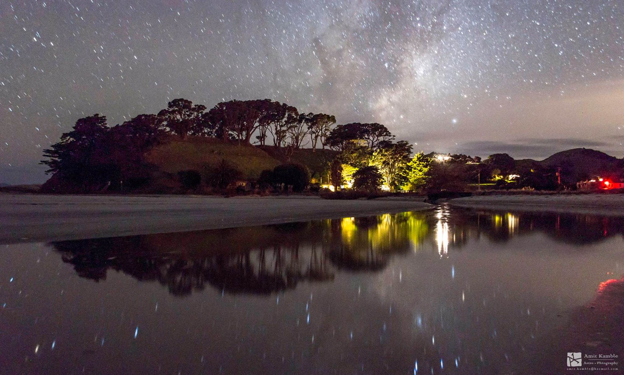 Milky Way Galaxy Shimmers Over New Zealand Pool in Stunning Amateur Photo