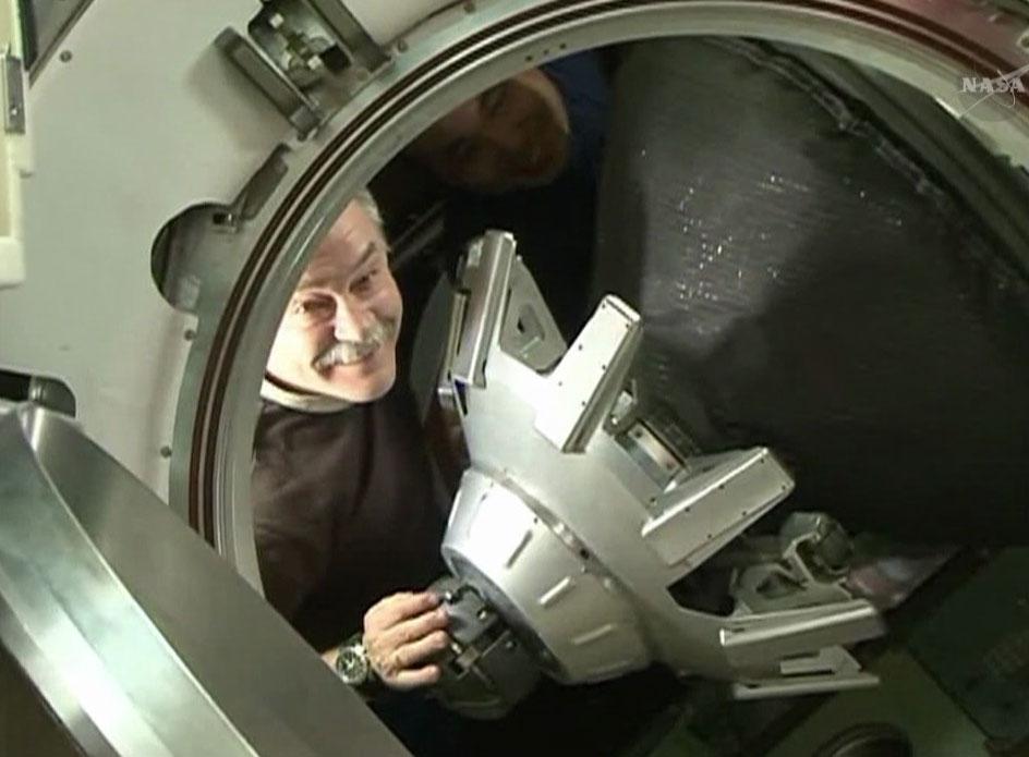 Soyuz Hatch Closing