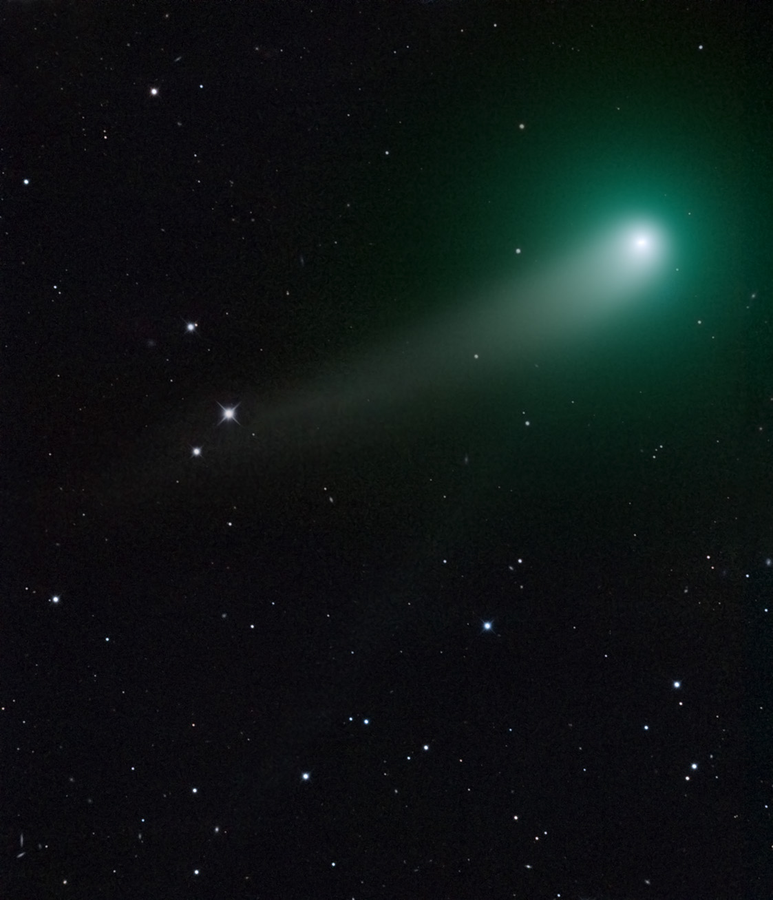 Springtime Comet Wows Stargazer in Amazing Telescope View (Photo)