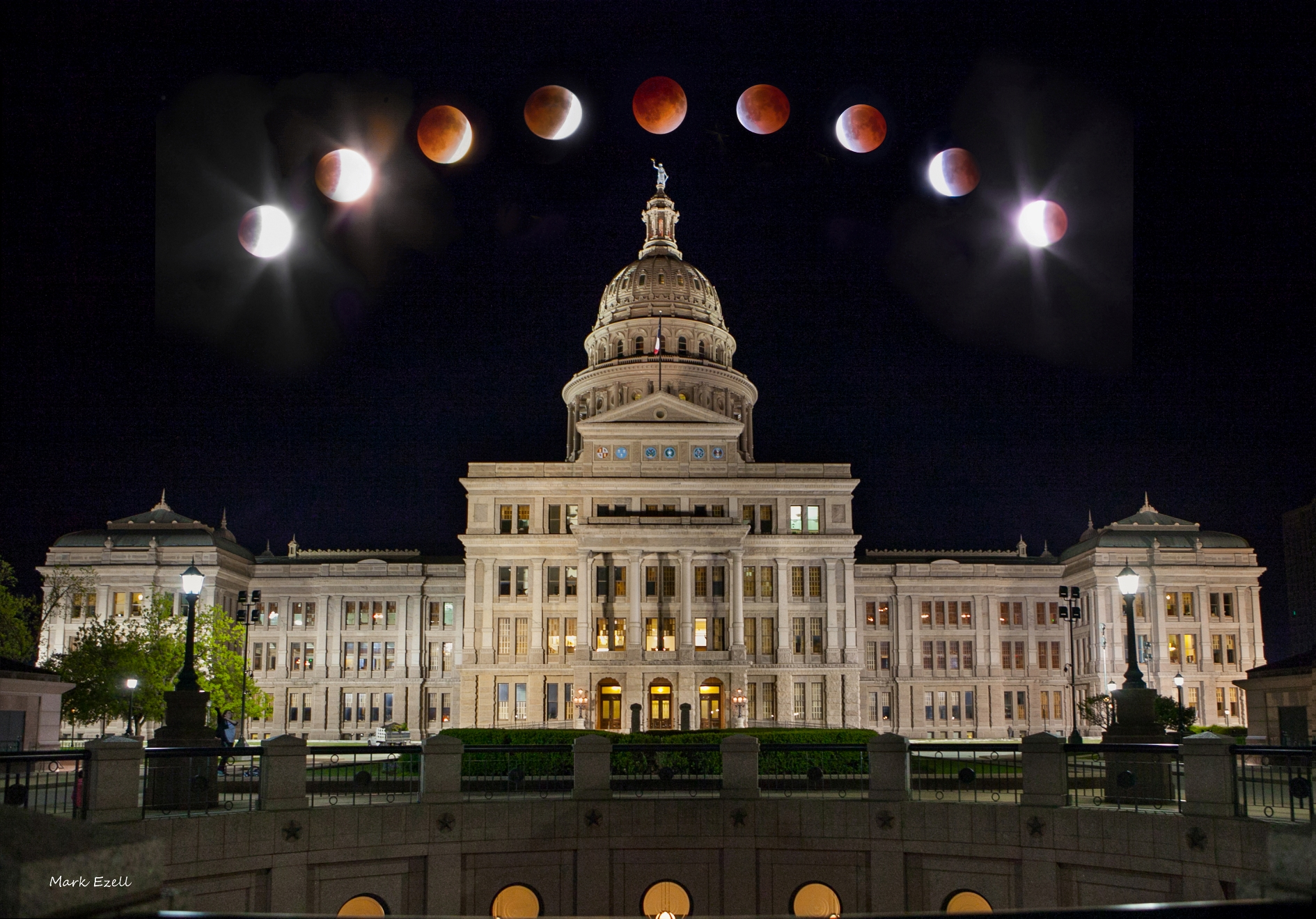 Blood Moon: Lunar Eclipse Phases Over Texas Capitol Building (Photo)