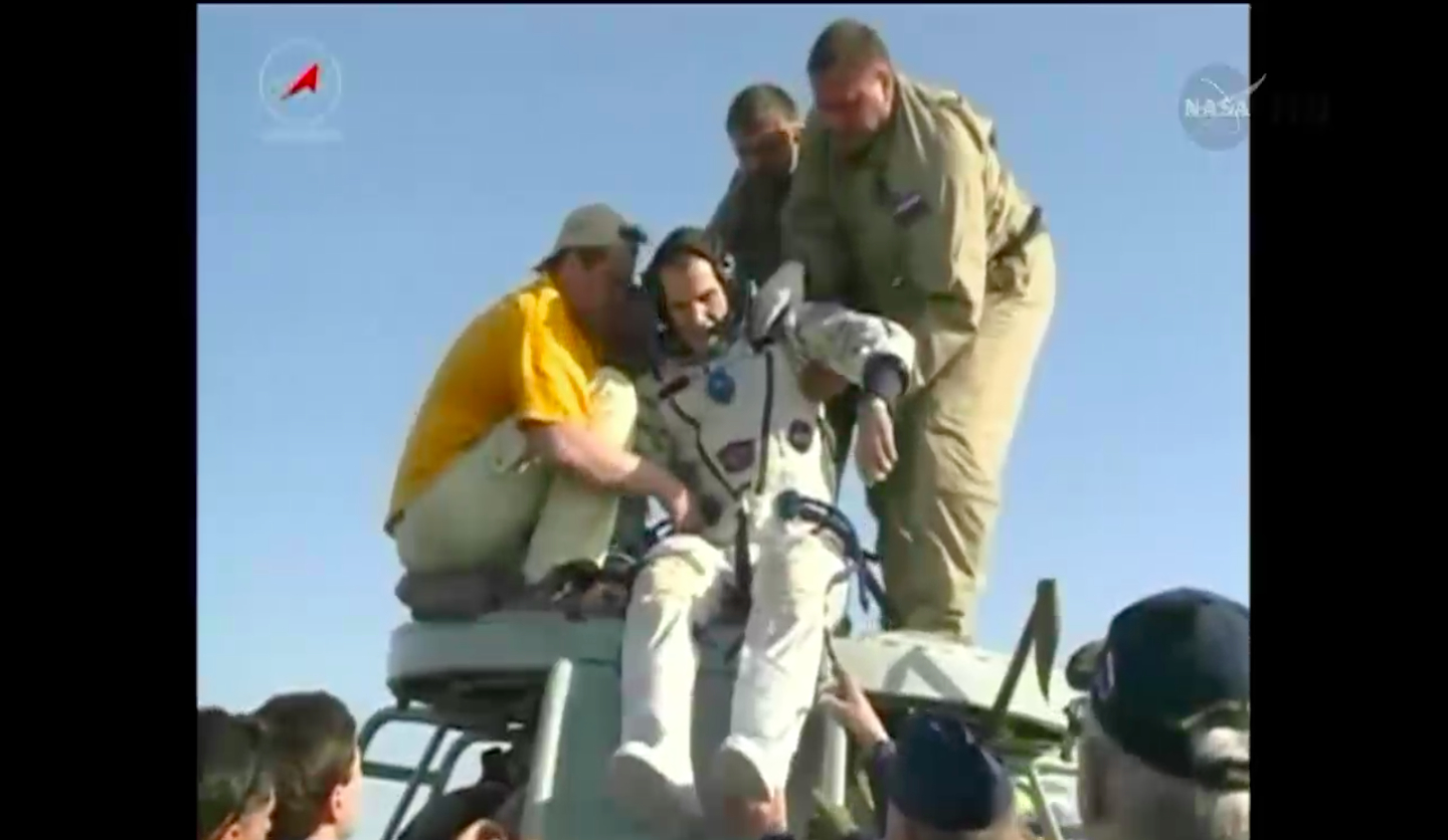 Rick Mastracchio Pulled from Soyuz Capsule, May 13, 2014