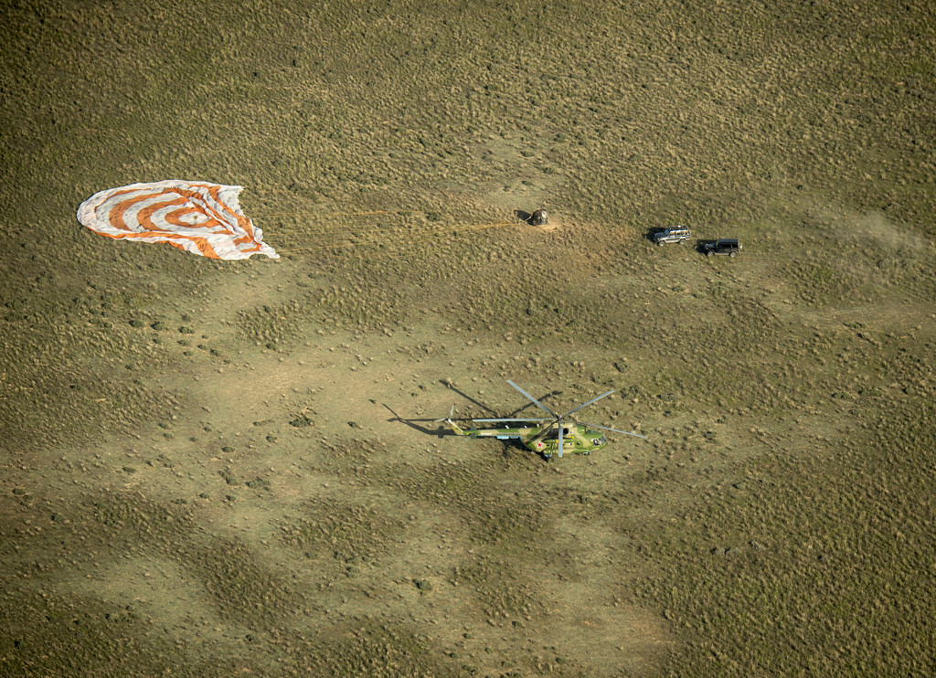 Recovery Crews Arrive at Soyuz Landing